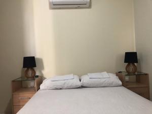 A bed or beds in a room at Apt. para Família - Completo em Recife, Boa Viagem - 3 qts - p/ 6 pessoas - 300m da praia