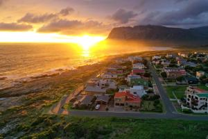 A bird's-eye view of La Mer Seafront Selfcatering Accommodation Kleinmond