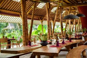 A restaurant or other place to eat at Bambu Indah