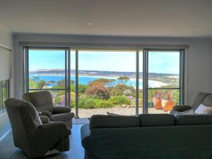 A seating area at Emu Bay Holiday Homes