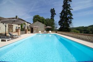 The swimming pool at or near Le Farat Bed & Breakfast