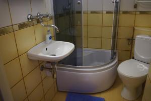 Łazienka w obiekcie Zajazd Biały Dom