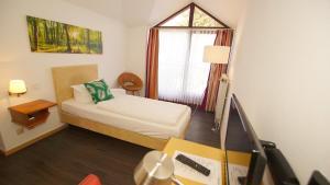 Ein Bett oder Betten in einem Zimmer der Unterkunft Hotel Tannenhof