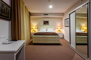 A bed or beds in a room at Hotel ZP Palace