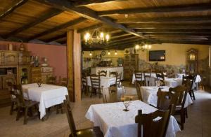 Un restaurante o sitio para comer en O Lar da Avoa