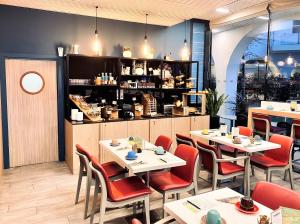 A restaurant or other place to eat at Residhome Paris Gare de Lyon - Jacqueline de Romilly