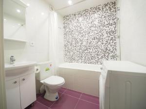 A bathroom at Взлётный