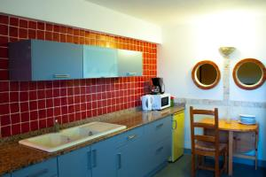 A kitchen or kitchenette at Résidence Posidonie