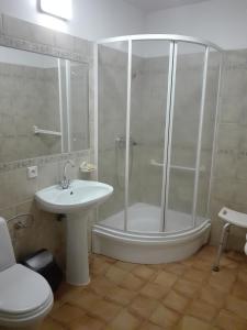 Łazienka w obiekcie Roskosz Zespół Dworsko Parkowy