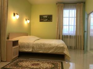 Кровать или кровати в номере Усадьба Орехово