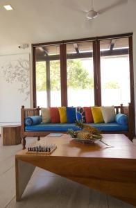 A seating area at Solas Surf