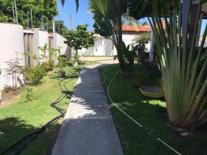 A garden outside Mansão no Paraíso