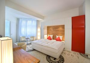 A bed or beds in a room at Park Plaza Wallstreet Berlin Mitte