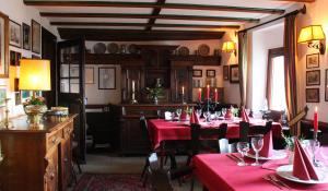 A restaurant or other place to eat at Hotel Burg Liebenstein