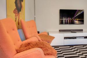 A seating area at Professional apartment 15 minutes from CBD