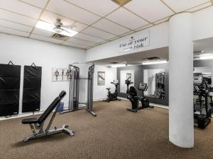 The fitness center and/or fitness facilities at Paradise Inn & Conference Centre