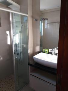 A bathroom at Praia Calma Premium Flat