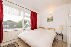 A bed or beds in a room at Spacious Bright Forest View Apartment