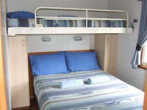 A bed or beds in a room at Western KI Caravan Park & Wildlife Reserve