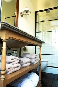 Двухъярусная кровать или двухъярусные кровати в номере B&B Villa des Roses