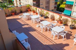 A restaurant or other place to eat at Hotel Carmen Almuñécar by Bossh Hotels