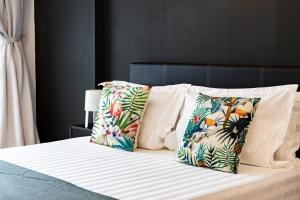 A bed or beds in a room at Ophelia Suite by D Imperio Homestay Penang