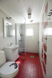 Kylpyhuone majoituspaikassa Pikku Torppa Cottage
