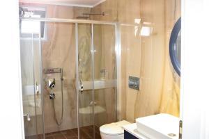 Ванная комната в Sea Breeze Hotel and Apartments