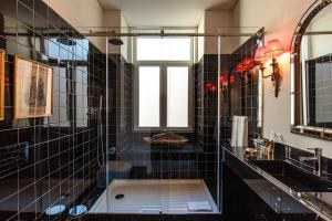 A bathroom at Dear Lisbon - Bordalo Palace Chiado