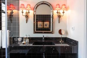 A kitchen or kitchenette at Dear Lisbon - Bordalo Palace Chiado
