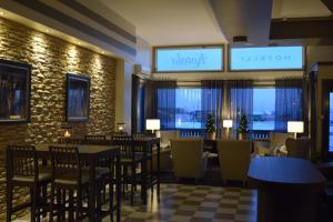 Majoituspaikan Hotelli Kotola baari tai lounge-tila