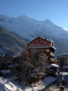 Hôtel Vallée Blanche during the winter