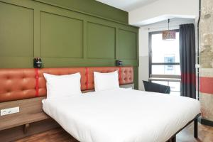 A bed or beds in a room at Generator Madrid