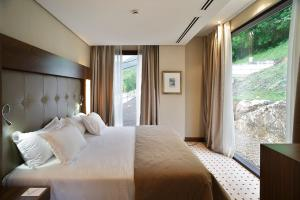 A bed or beds in a room at Gran Hotel Las Caldas Wellness Clinic