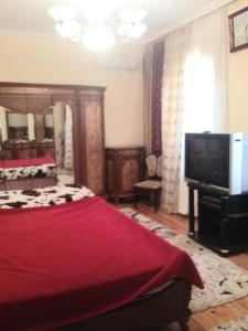 Cama ou camas em um quarto em Дом у главный трассы