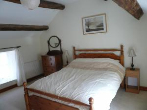 A bed or beds in a room at Panorama Cottages