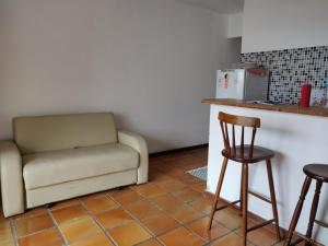 A seating area at Lindo apartamento com vista para o mar - Village Ilhota 1