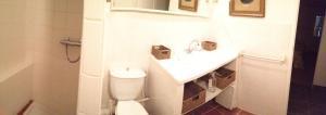 A bathroom at Le Gite de la Prunette