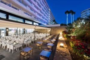 A restaurant or other place to eat at Hotel Gran Canaria Princess
