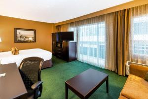 A television and/or entertainment center at La Quinta by Wyndham Seattle Downtown