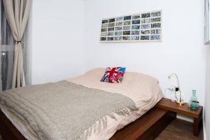 A bed or beds in a room at Spacious Modern 1 Bedroom Flat In Islington
