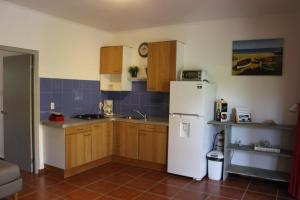 A cozinha ou cozinha compacta de Annidas Sambuya