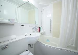 A bathroom at APA Hotel Hiroshima Ekimae
