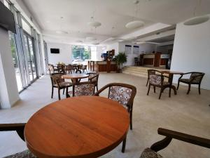 Un restaurant sau alt loc unde se poate mânca la Hotel Diana