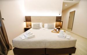 A bed or beds in a room at Hotel Diplomatic