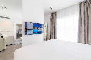 A bed or beds in a room at Kube Saint-Tropez