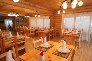 A restaurant or other place to eat at Солнечный залив