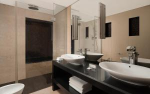 A bathroom at Sheraton Palace Hotel Moscow