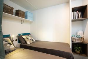 Łóżko lub łóżka w pokoju w obiekcie Holiday Centre Bi village