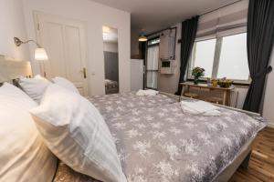 מיטה או מיטות בחדר ב-YellowBoot Aparthotel
